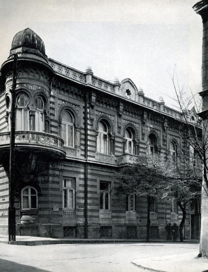 57. Жилой дом на углу улиц Лермонтова и Мачабели
