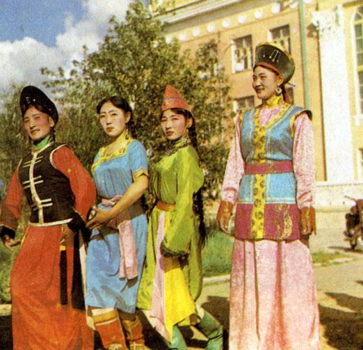 Праздничные женские костюмы